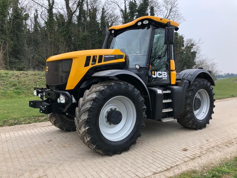 JCB Fastrac 3230 65 Tractors Used In NG32 3PY Grantham UK 4570811