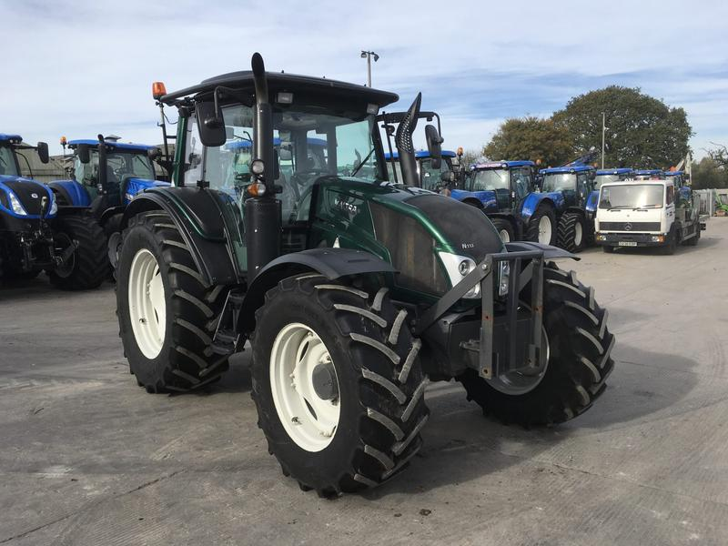 Valtra N113 TRACTOR (ST3517)