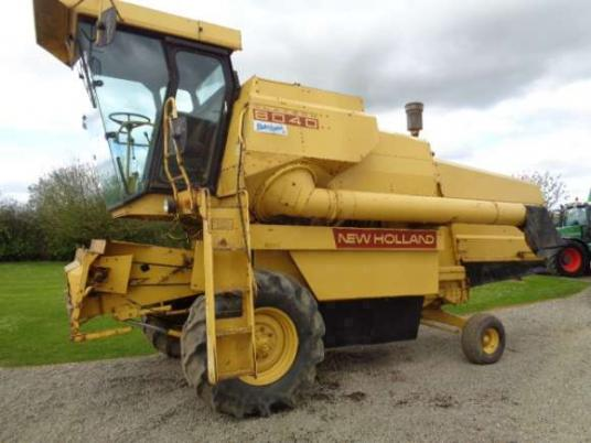 New Holland 8040 Combine