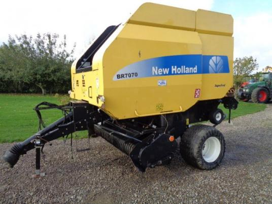 New Holland BR7070 round baler