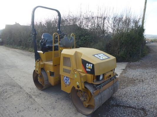 Caterpillar  CB24 ROLLER