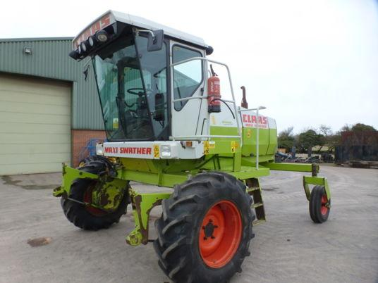 used 2001 windrower 5m CLAAS MAXI  d'occasion