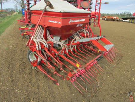 Kverneland DL 4 metre Airseed Drill, Terra Tyres
