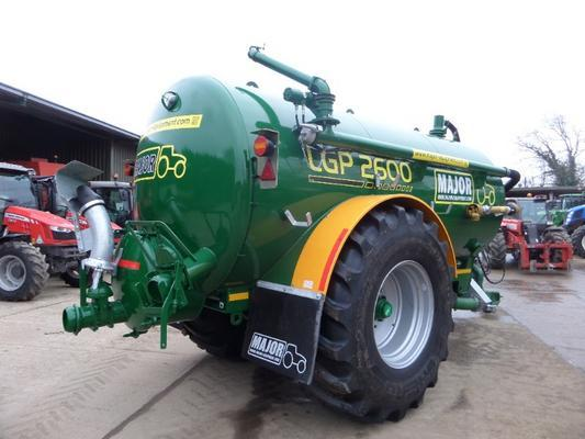 Major  LGP 2600 GALLON VACUUM TANKER
