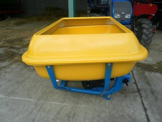 NEW FLEMING WAGTAIL FERTILIZER SPREADERS