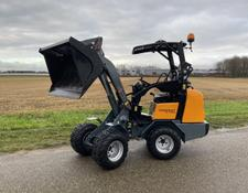 Giant D332 SWT X-TRA minishovel / Tevens Giant 452