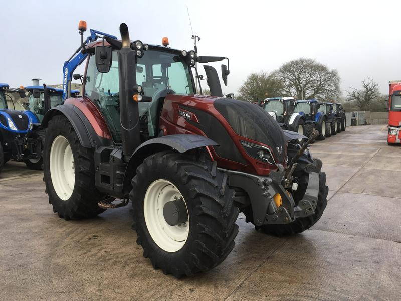 Valtra T214 Tractor Twin Track Reverse Drive (ST3977)