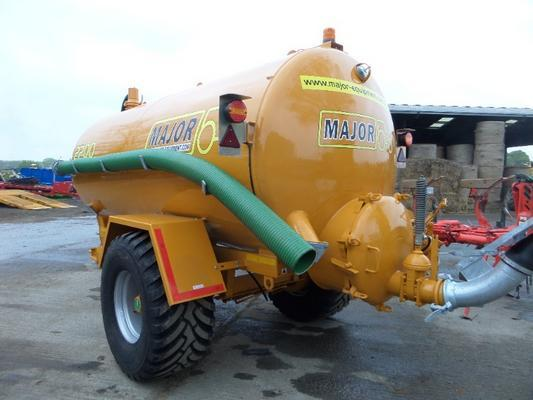 Major  2200 GALLON VACUUM TANKER