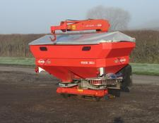 Kuhn Axis 30.1 Fertilister spreader with crane