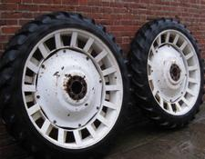 New Holland rowcrop wheels 9.5R48 & 8.3/8R36