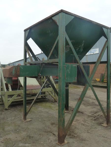 Brian Pike hopper, 1.5 ton with vibrating conveyor
