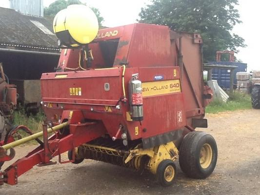 New Holland  BR640 ROUND BALER