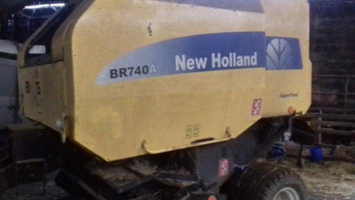 New Holland  BR740 SUPERFEED BALER