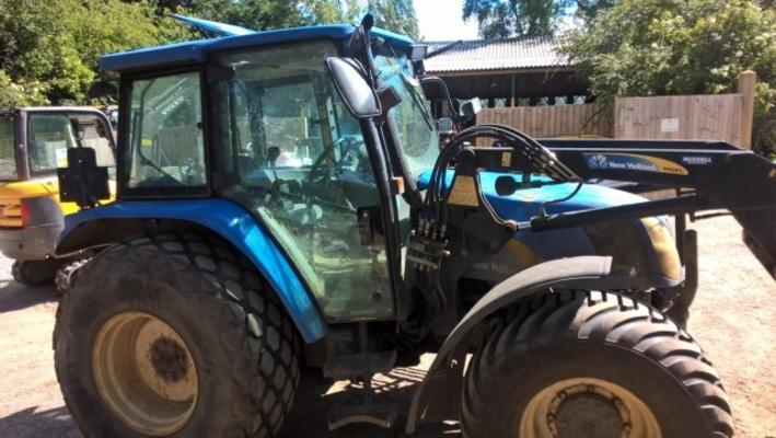 New Holland  TL100A TRACTOR