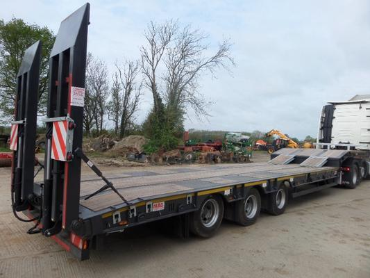 MAC S3-44 TRI AXLE STEP FRAME LOW LOADER TRAILER