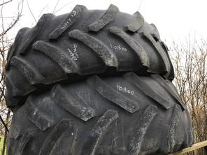 Sonstige pair of Goodyear tyres 420 x 70 x R28 (10%)