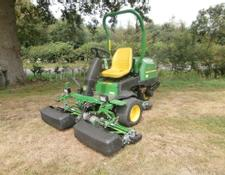 John Deere 2500E Greens Mower