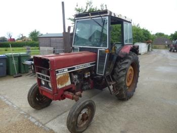 International 585 2WD TRACTOR