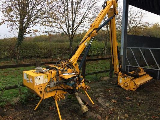 Bomford  B578 5.7M HEDGECUTTER C/W ELECTRIC CONTROLS AND 4FT TRIM MASTER HEAD. IN GOOD CONDITION
