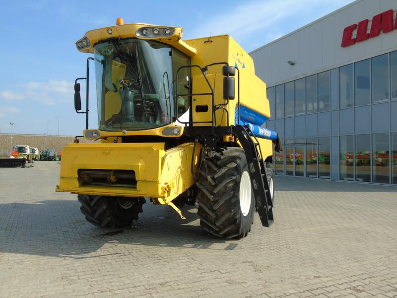 New Holland CSX7060