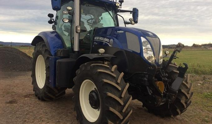 New Holland T7-210 Bluepower