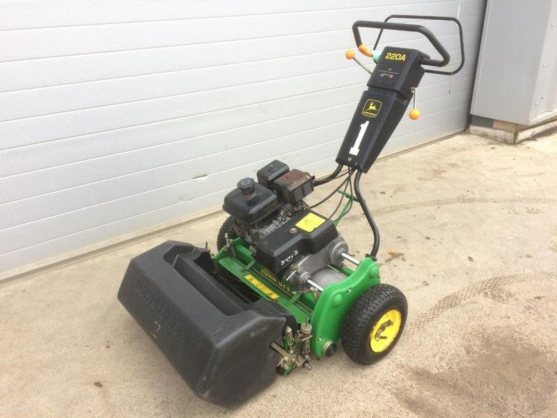 John Deere 220A Greens Mower