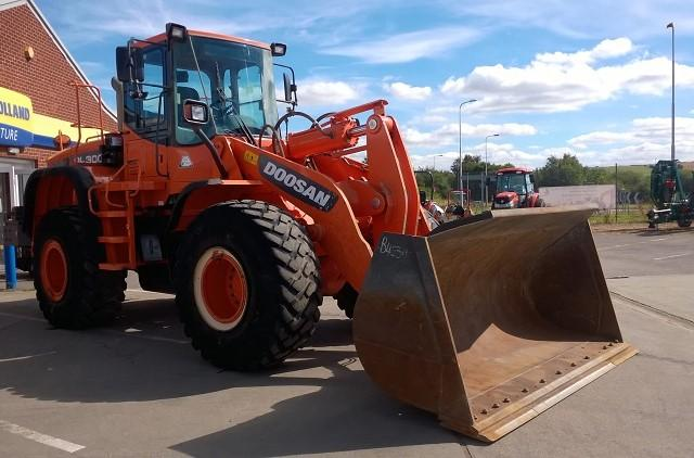 Doosan DL300 Wheel Loader