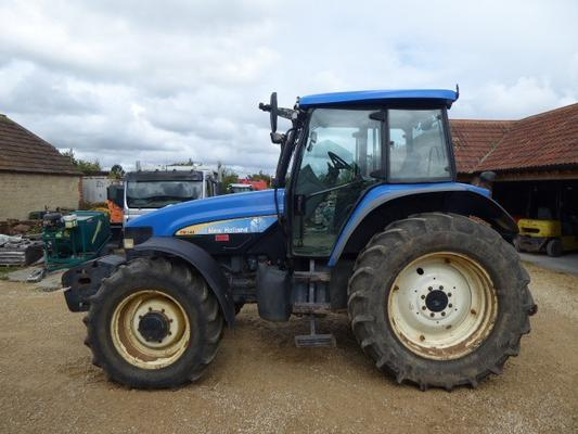 New Holland NEW HOLLAND TM140 TRACTOR