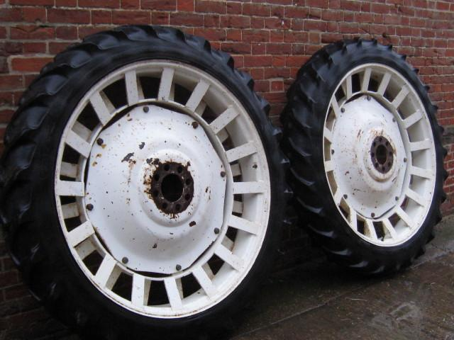 Ford Rowcrop wheels 9.5R48 and 8.3R36
