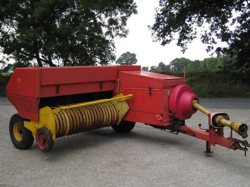 New Holland 376 Conventional Baler