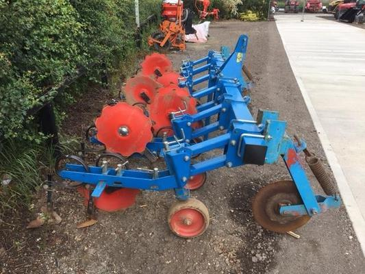 Other T7008455 - 2011 Carre 5 Row Hoe Cultivator