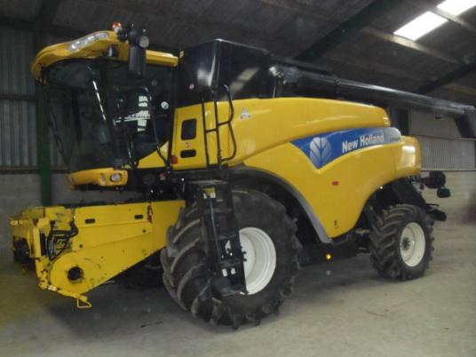 New Holland 9080 4WD Combine
