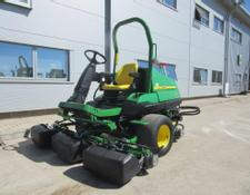 John Deere 8000 E-Cut Hybrid Fairway Mower