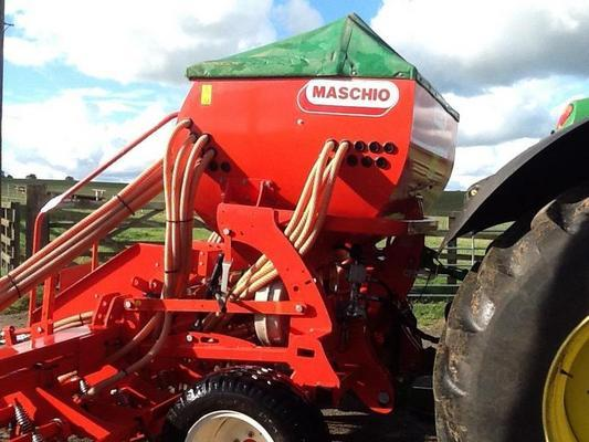 Maschio 2012  PRIMAVERA 4M MOUNTED TINE DRILL C/W 1500 L HOPPER,HYD DRIVE,MULTI-CONTROLLER TRAMLINING,REAR STEPS,MARKERS AND LIGHTS