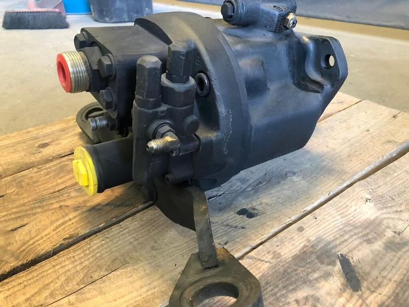 Caterpillar 428 /438 - hydraulic pump 428 / 438