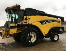 New Holland CX820 combine
